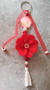 Portachiavi artigianale con pietre madreperla nastro rosso nappa bianca elegante