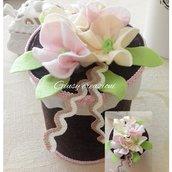 Scatola in feltro fai da te con fiori colorati in pannolenci