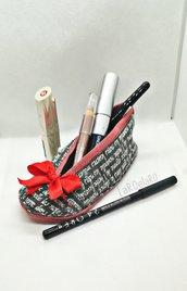 Scarpina portatrucchi in cotone nero e rosso con cerniera