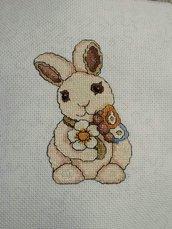 Coniglietto ricamato a punto croce farfalla fiore arredamento casa quadro