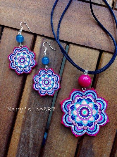 Parure Mandala con girocollo e orecchini in legno dipinto a mano e agate colorate