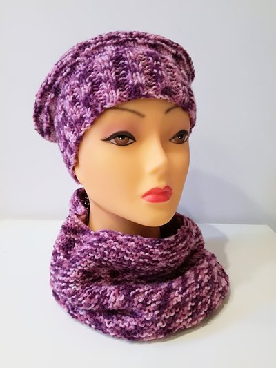 cappello e scalda collo nelle tonalità del rosa