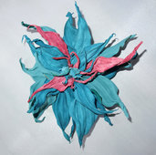 Fiore di vera pelle colori azzuro e rosa per carnevale