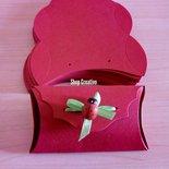 Scatoline cartoncino fustellate rosse confettate segnaposto