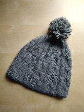 Berretto ai ferri bambino lana merino grigio con trecce e pon pon capello montagna
