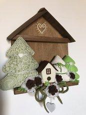 Casetta in legno con paesaggio invernale