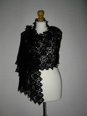 Stola uncinetto colore nero in lana merino 100%
