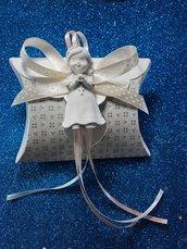 Bomboniera bimba prima comunione su scatolina tortora con confetti