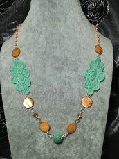 Elegante Collana donna in stoffa pietre dure porcellana verde acqua e madreperla arancione
