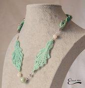 Elegante Collana donna in stoffa verde acqua e bianca pietre dure porcellana