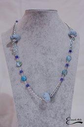Collana donna blu e azzurra catena pietre dure e sfere in stoffa imbottita