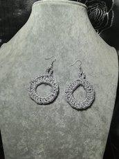 Orecchini uncinetto cerchio colore grigio argento fatti a mano