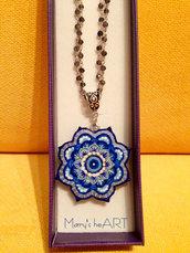 Girocollo con ciondolo Mandala in legno dipinto a mano