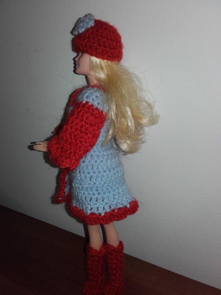 Vestito per Bambola Barbie Cappottino cappellino stivaletti all'uncinetto