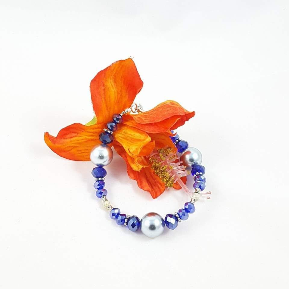 Blu, Bracciale perle argento, cristalli blu, pezzo unico, modello esclusivo, design originale, idea regalo, compleanno, Natale, donna.