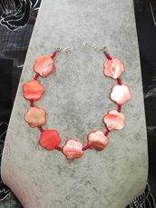 Collana in madreperla rossa a forma di fiore girocollo donna regolabile pietre