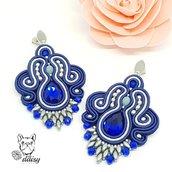 Orecchini blu soutache pendenti con perline e decorazione