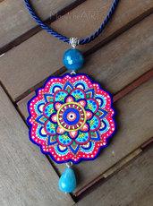 Collana con ciondolo Mandala in legno dipinto e pietre dure