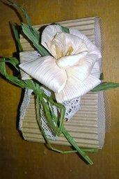 Bomboniere con fiore di cartoccio