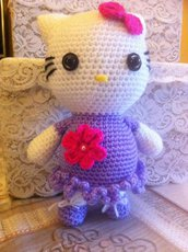 Hello Kitty, vestitino lilla (pupazzo amigurumi)