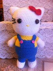 Hello Kitty salopette (pupazzo amigurumi)