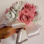 Bouquet comunione con rose bianche e rosa
