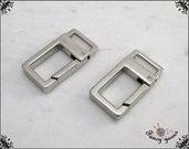 2 Moschettoni rettangolari colore argento, lunghi mm. 30, spazio interno mm. 10