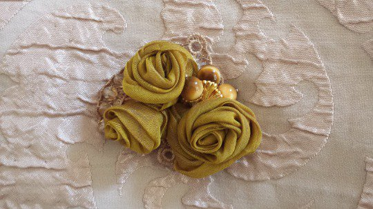 Romantica spilla floreale