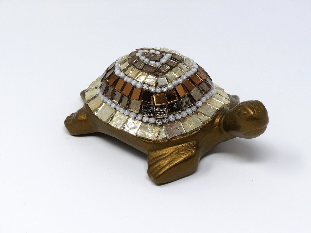 Tartaruga in Ceramica con Decoro in Mosaico sulle tonalità del Bronzo e Argento