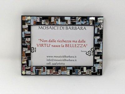 Cornice Porta Foto 10x15 cm decorata in Mosaico sulle tonalità dell'Argento, Bianco e Nero con texture Lineare