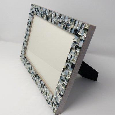 Cornice Porta Foto 20x30 cm decorata in Mosaico sulle tonalità dell'Argento, Bianco e Nero con texture Linear3