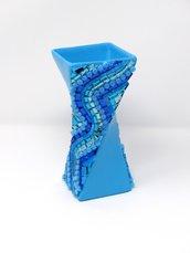 Vaso in Ceramica con Decoro lineare in Mosaico nelle tonalità del Celeste e Argento