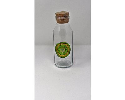 Bottiglia in Vetro con tappo in Sughero e decoro frontale in Mosaico nelle tonalità del Verde e Oro