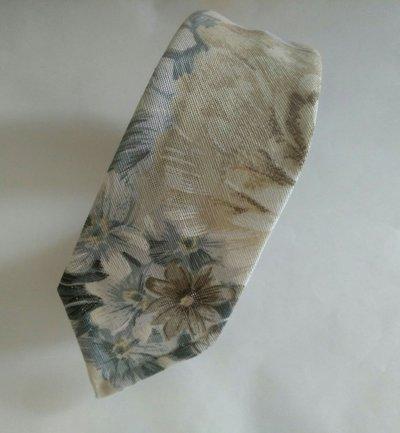 Cravatta cotone e fazzoletto da taschino abbinato.