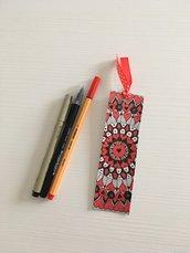Segnalibro di cartoncino con mandala disegnato a mano libera