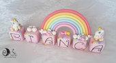 Cake topper compleanno cubi rosa con unicorni e arcobaleno personalizzabile 6 cubi 6 lettere