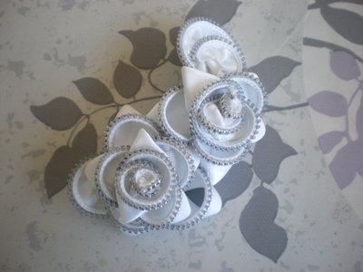 White iridescent zipper flower brooch - spilla