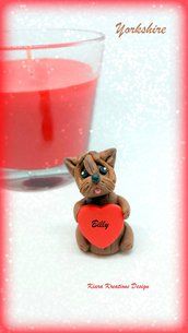 Decorazione con cane yorkshire con cuore personalizzato con il nome, idea regalo per san valentino per amanti dei cani
