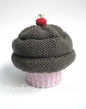 Cappello cupcake fragola/cioccolato - berretto bambina/neonata - lana merino - fatto a mano
