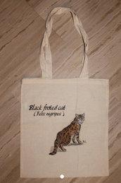 Shopper in cotone con gatto selavaggio dipinto a mano