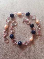 N. 2 Bracciali in perle di fiume e grani smaltati blu notte argento tibetano coppia regalo