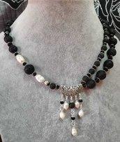 Collana girocollo con doppio filo di pietra lavica nera cristalli e perle di fiume donna