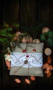 Porta fedi in lino naturale con prezioso pizzo vintage bianco