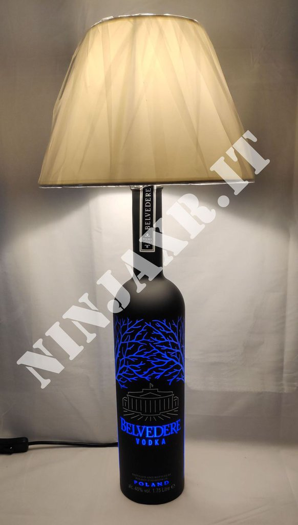 Lampada Bottiglia vuota Vodka Belvedere Magnum 1,75 L Midnight Sabre idea regalo riciclo creativo riuso