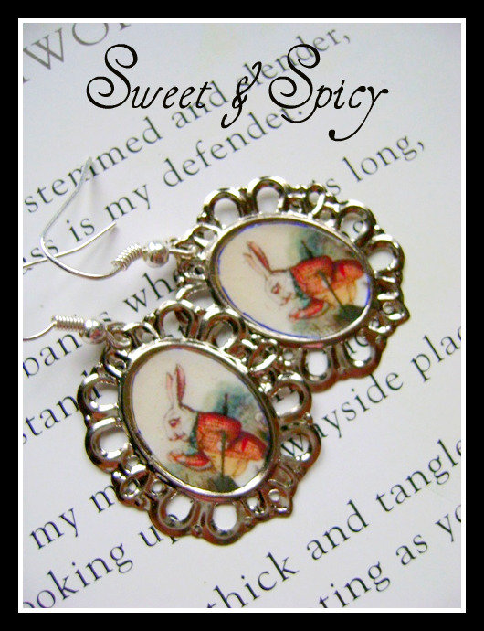 ALICE IN WONDERLAND -WHITE RABBIT CAMMEO EARRINGS-ORECCHINI CON CAMMEO BIANCONIGLIO