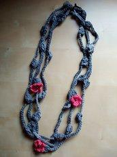Collana boho in materiali riciclati multifilo collana lunga ecologica nickel free collana con fiori in tessuto