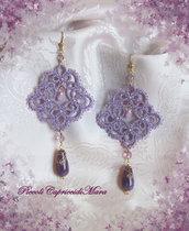 Orecchini violetto al chiacchierino, gocce in ametista striata, perle e cristalli Swarovski