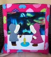 Quillow - cuscino che si trasforma in coperta di pile fucsia - Sue Sunbonnet