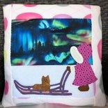 Quillow - cuscino che si trasforma in coperta di pile bianco - Cuscino con cervo