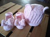 Completino bebe' con scarpine e copricapo orsetto rosa da bambina.